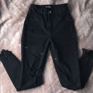 Ripped ankle length skinny jeans